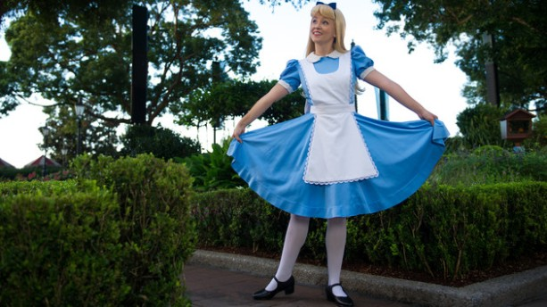 character-meet-alice-in-wonderland-uk-00